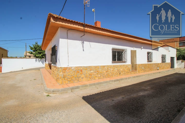 Coles of Andalucia property HUE5V01 photo 0