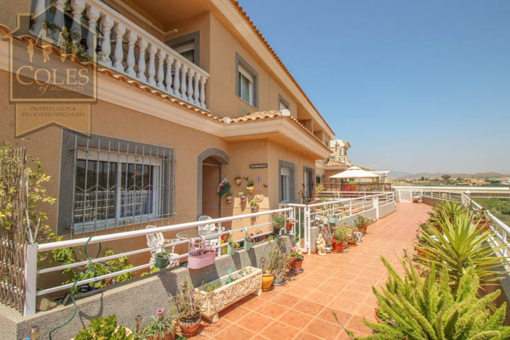 Coles of Andalucia property LOB4T10 photo 0